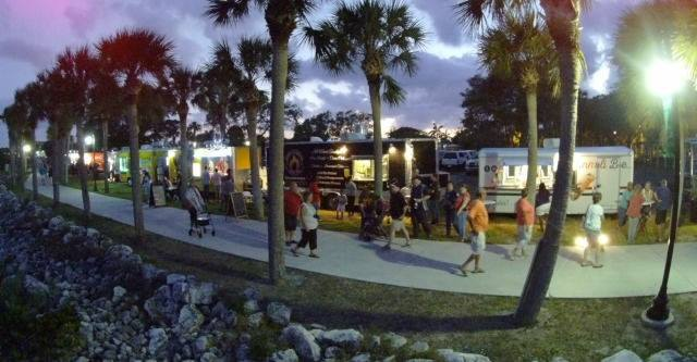 Chow Down Food Trucks – River Walk